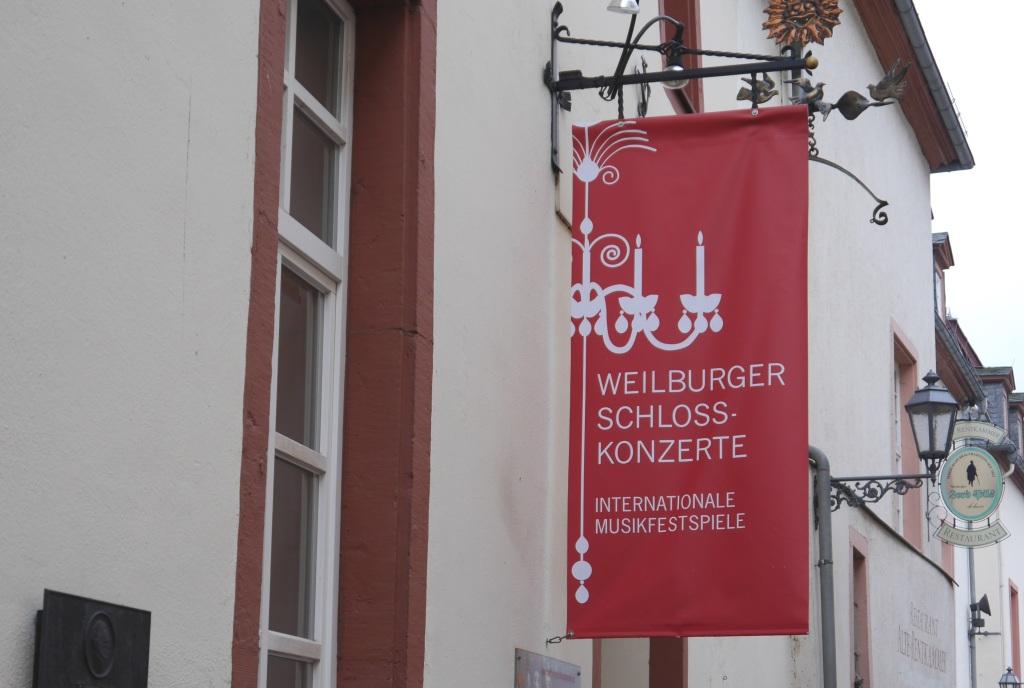 Die Weilburger Schlosskonzerte, 1972 ins Leben gerufen, bieten jährlich im Juni und Juli in über 40 Konzerten klassische Musik auf internationalem Niveau. Die Bekanntheit und Beliebtheit der Internationalen Musikfestspiele reicht weit über die Grenzen Weilburgs hinaus.(Quelle: wikipedia)